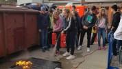 19.10.2018: Die Klassen 9 bei der Feuerbekämpfung