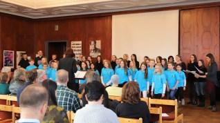 """06.02.2019: """"Mother Earth!"""" Die SG Voices, der Elternchor und der Lehrerchor präsentieren ein nachdenkliches Lied, das von Texten nach Häuptling Seattle inspiriert wurde"""