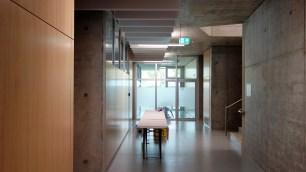 15.05.2019: Der lichtdurchflutete Flur im Untergeschoss des neuen Fachbaus