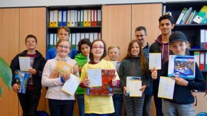 03.06.2019: Große Sprünge in Mathe mit dem Mathematikwettbewerb Känguru 2019: Katharina Kürz, 5a (1. Preis); Raphael Speiser, 5a (2. Preis); Judith Feldmann, 5b (2. Preis); Marvin Wilfert, 5c (3. Preis); Emma Rau, 6b (2. Preis); Linus Antoni, 6a (2. Preis), Daniel Meiborg, 7a (1. Preis), Max Grill, 7a (2. Preis); Matteo Konrad, 7c (2. Preis), Thomas Hartmann, 7a (3. Preis), Ömer Fehmi Aykan, K1 (1. Preis)