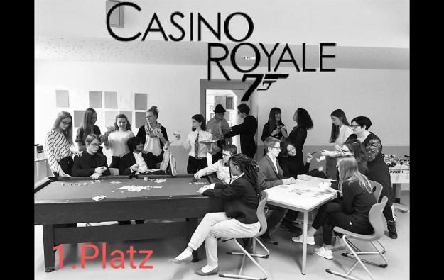 """01.07.2019: Die Klasse 10b gewinnt den Jogginghosentag mit """"Schwarze Jane Bond in Casino gesichtet!"""""""