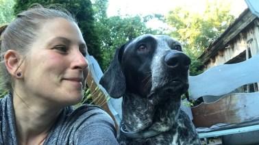 Tanja Drenhaus ist von Beruf Erzieherin, Sounddesignerin und Fotografin mit Schwerpunkten auf interkultureller Kompetenz, psychologischer Erster Hilfe und Traumapädagogik. Sie wuchs in der Nähe von Köln auf und wohnte von 2002 bis 2018 in Berlin. Seit 2018 lebt sie mit ihrer Hündin Smilla in Aalen-Fachsenfeld, liebt ihren Garten und ist gerne in der Natur unterwegs. In ihrer Freizeit näht sie, backt Hundekekse und schreibt Hörspiele.