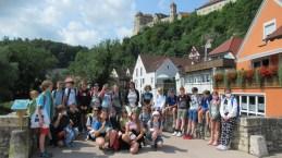 Die 6c vor der bezaubernden Kulisse der Harburg