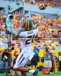 Bud Sasser catches his second TD of the day in the 4th Quarter. Photo: Shine Rankin Jr./SGSN