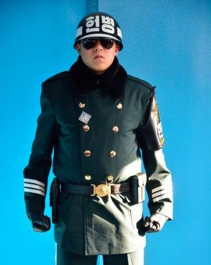 Confine tra Nord e Sud Corea: Polizia militare all'interno della Freedom house