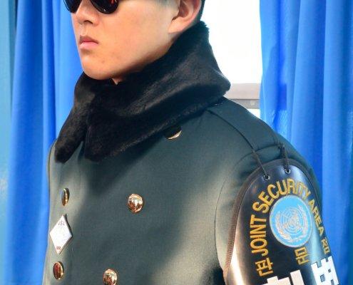 Confine tra Nord e Sud Corea: Polizia militare nella Freedom House