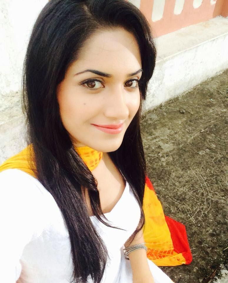 Punjabi Smart Girl Hd Wallpaper Ruhani Sharma Selfie Pictures Ruhani Sharma Selfie Pics