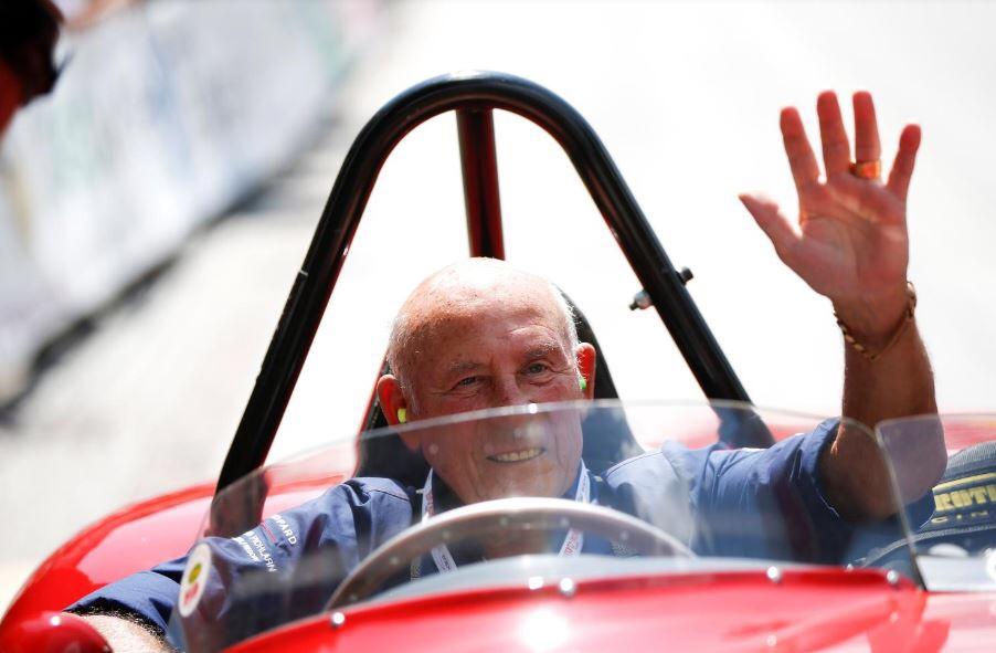 وفاة سائق سباقات السيارات البريطاني موس عن 90 عاما
