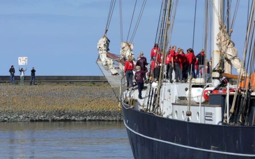 بسبب كورونا.. طلاب هولنديون يعودون لبلادهم من الكاريبي بسفينة قديمة عبر الأطلسي