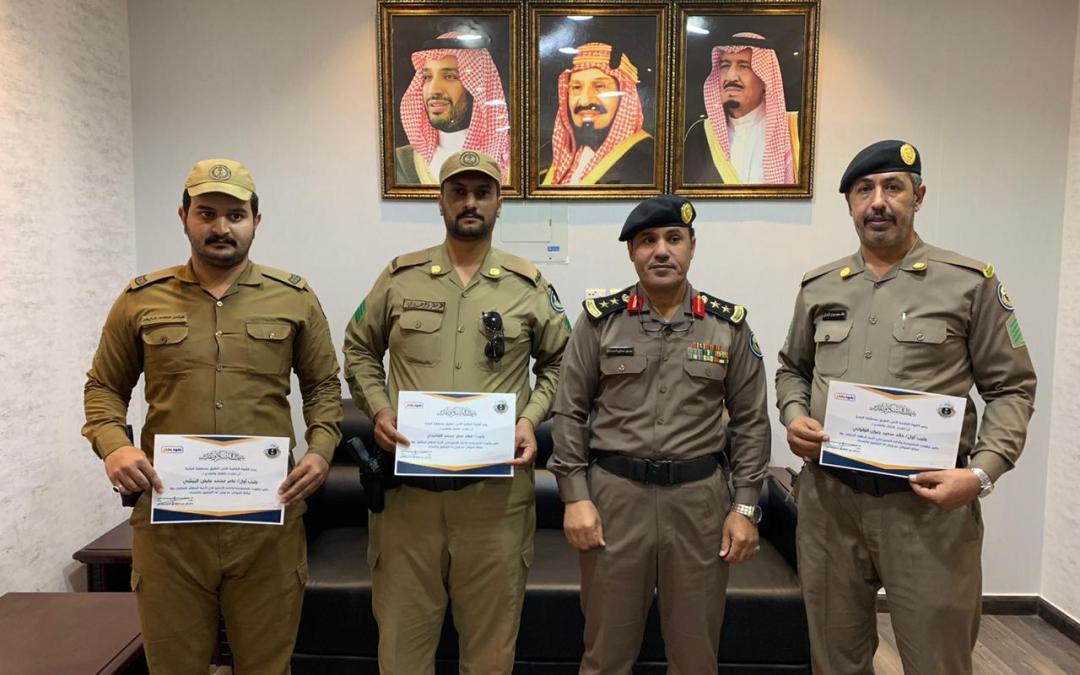 قائد القوة الخاصة لأمن الطرق بمنطقة الباحة يكرم عدد منسوبي القوة بالمنطقة