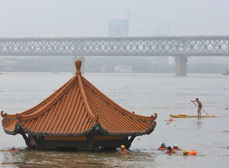 مدن صينية تحذر من فيضانات عارمة