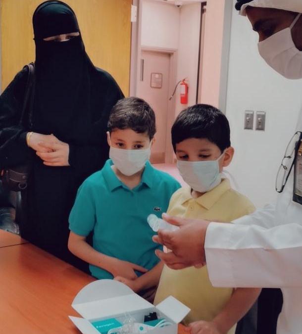 بحضور الدكتور صفوان أبو الريش والدكتور تركي الأحمدي فلذات تسلم ١٤ جهازاً طبيا ً