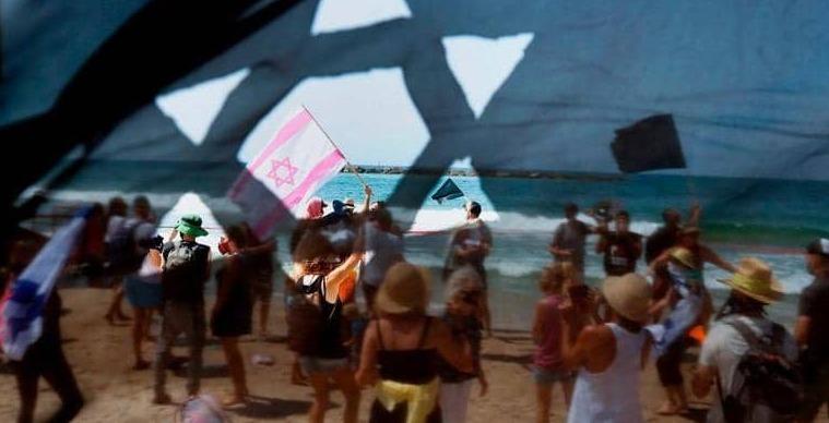 """مظاهرة """"شاطئية"""" ضد الإغلاق في تل أبيب"""