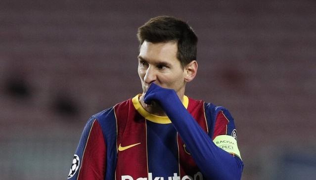 ميسي يقترب من التوقيع على عقد جديد مع برشلونة ويضحي بنصف راتبه