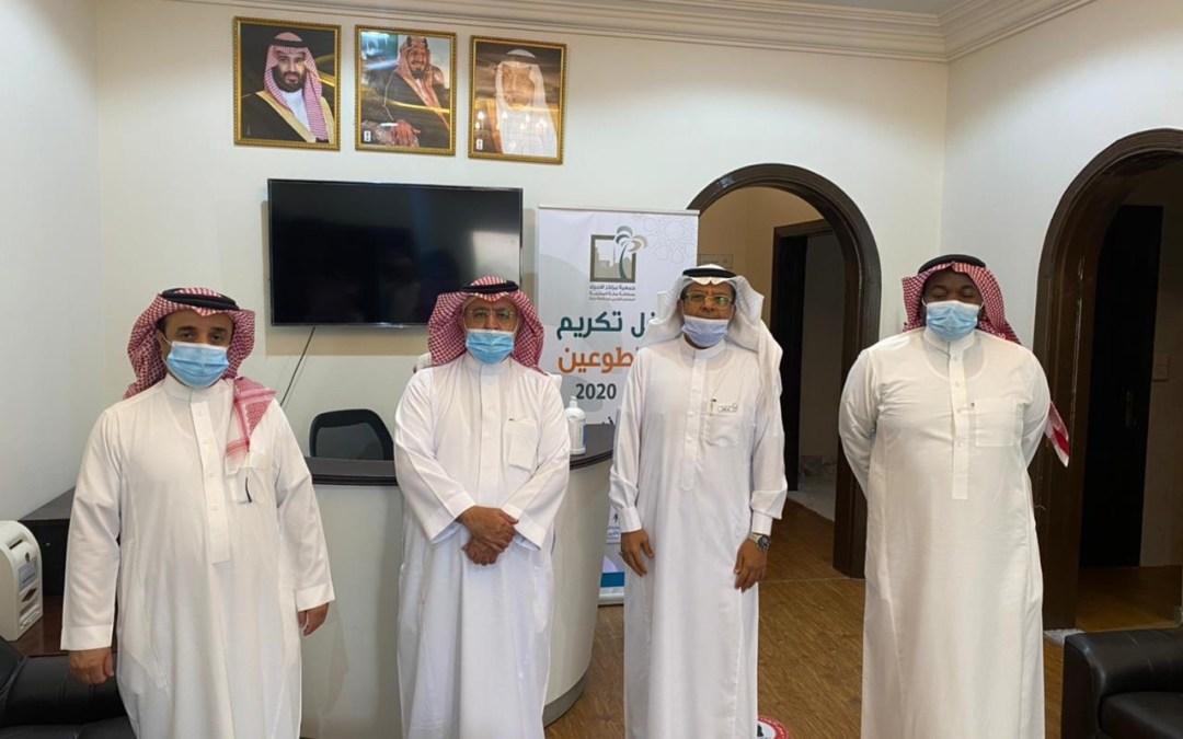 وفد من نادي البر يزور جمعية مراكز الأحياء.