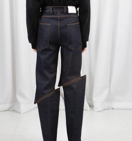 جينز بتصميم غريب يثير جدلًا على وسائل التواصل الاجتماعي