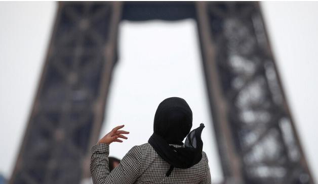 محكمة أوروبية تجيز للشركات حظر الحجاب في أماكن العمل في ظروف معينة