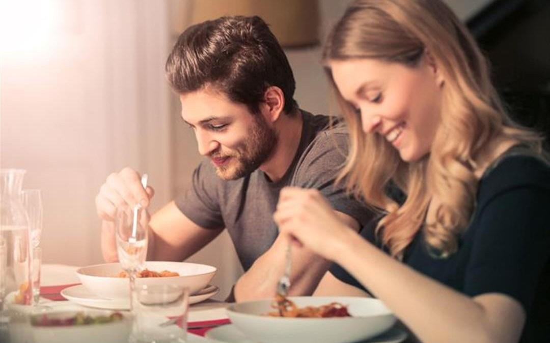 دراسة: عدم انتظام مواعيد تناول الطعام مرتبط بمخاطر الإصابة بأمراض القلب