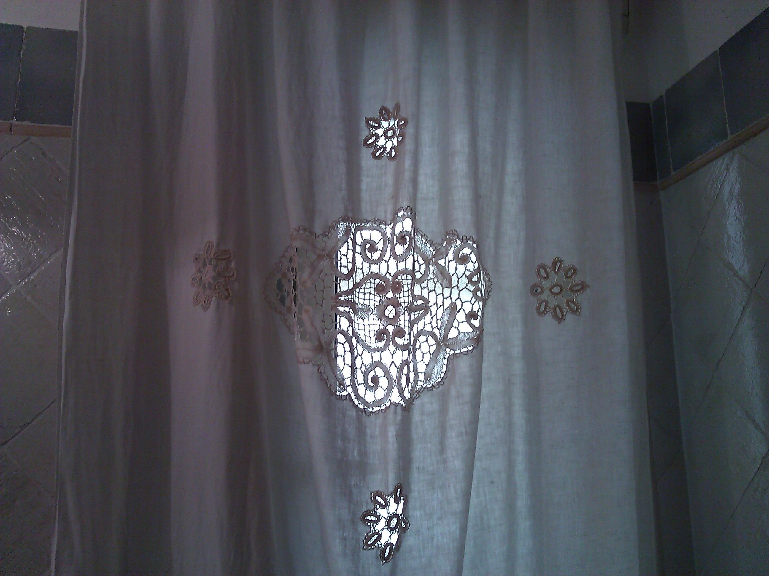 Tenda in lino con applicazioni in merletto per il bagno Shabby  Il blog italiano sullo Shabby