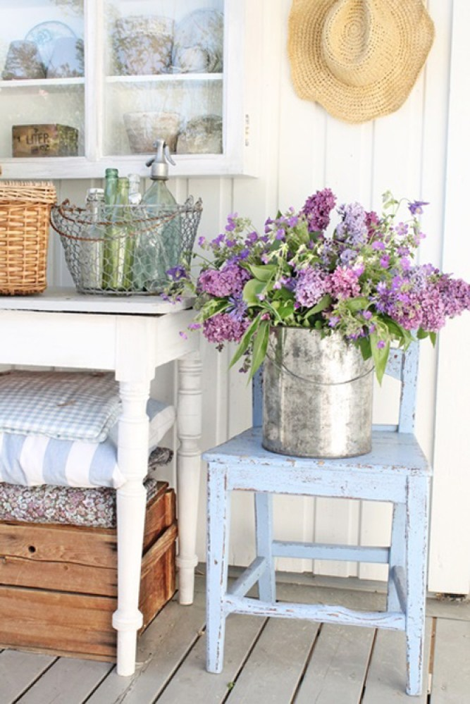 Flowers In a cottage (1)