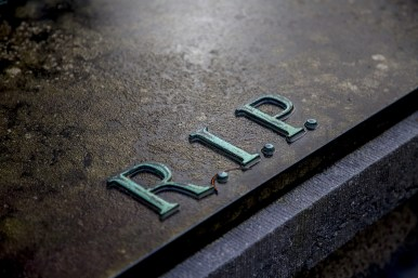 grave-2036220_1920.jpg