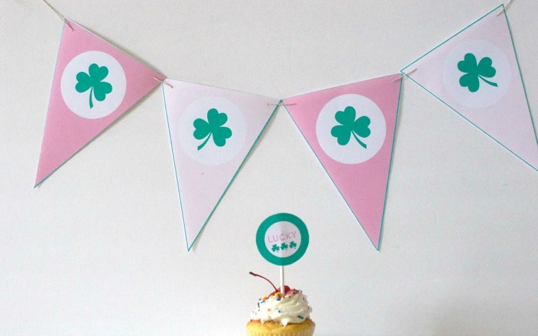 free clover banner printable for St. Patrick's Day. shabbymintchicparty.com