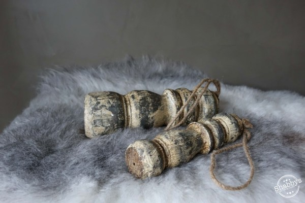 Shabbys-Stoer in wonen-Stoere robuuste white wash houten klos/toefhanger met stoer juten touw, maat M