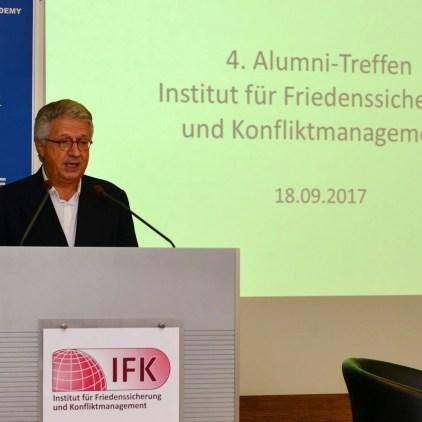 Botschafter a.D. Wolfgang Petritsch beim 4. IFK-Alumnitreffen. Bild: Medienreferat/LVAk.