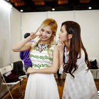 SNSD's SeoHyun and HyoYeon posed for some adorable photos at the 2013 MAMA