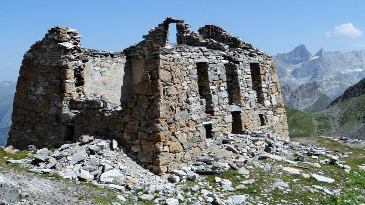 Ruines_de_l'ancien_refuge_de_la_Valette_(2638_m)_(12)