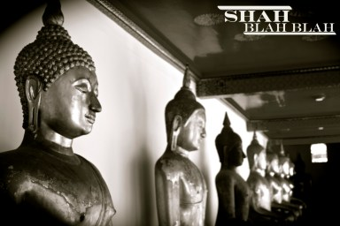 Row of sitting Buddhas at Wat Pho