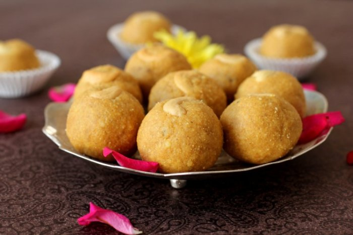 besan-laddu-recipe-by-sailus-food