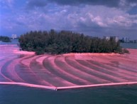 christo e jeanne surrounded island