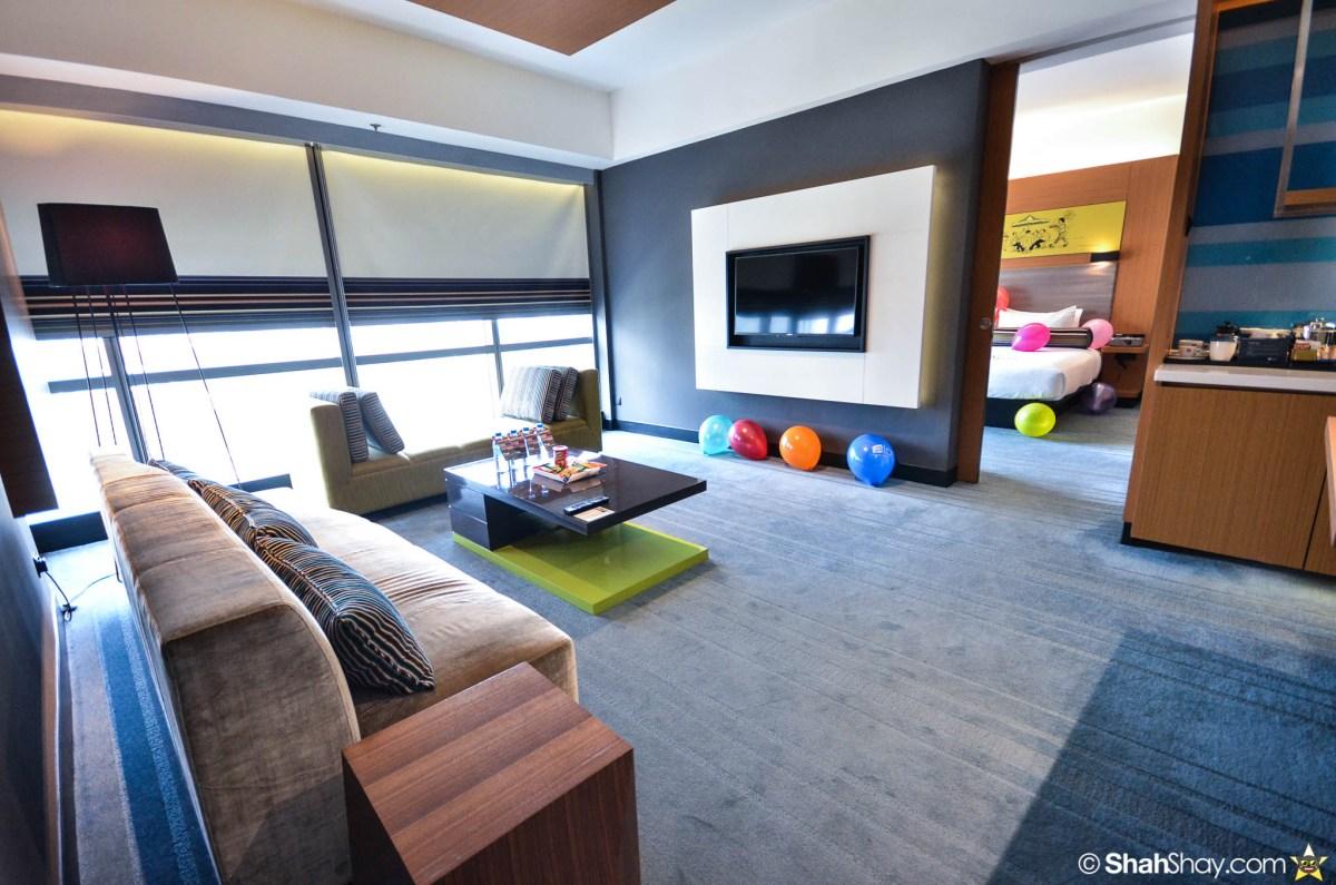 Hotel Kuala Lumpur - Aloft KL Sentral Breezy Suite - Living room