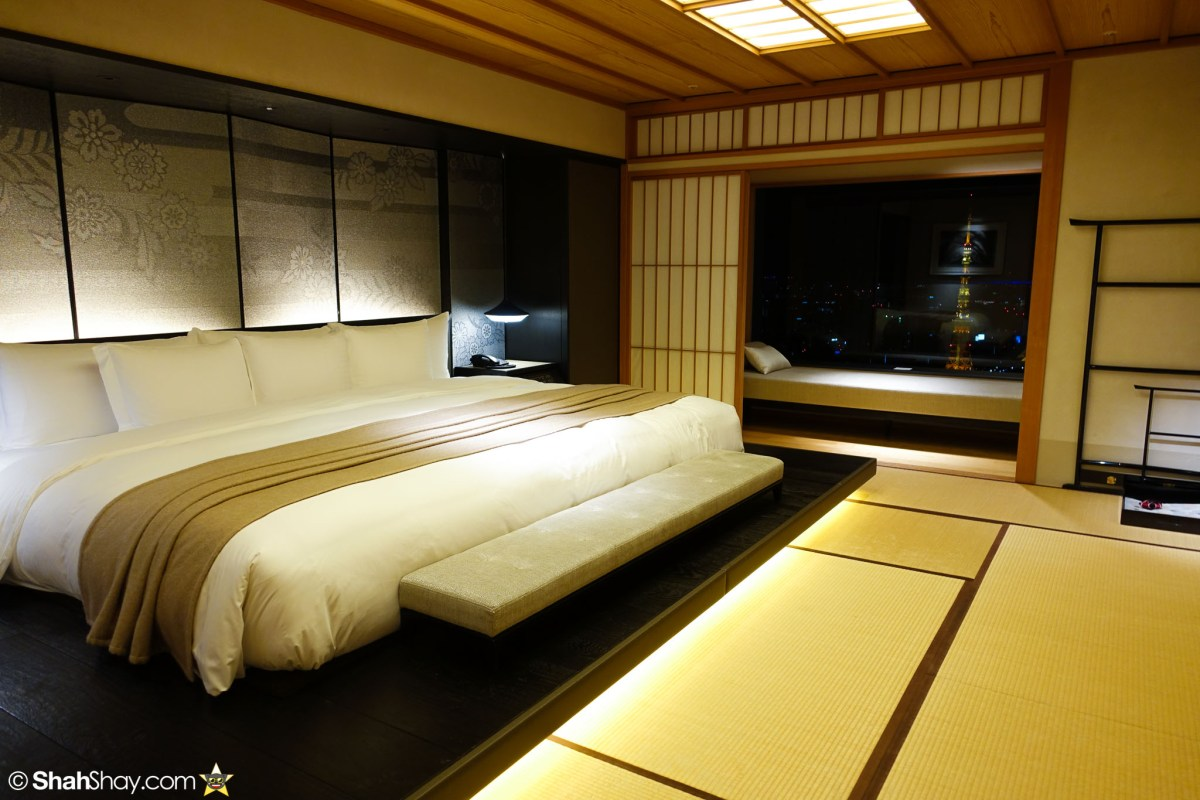The Ritz-Carlton Tokyo Rooms - Modern Japanese Suite - Bed with Tokyo Tower View