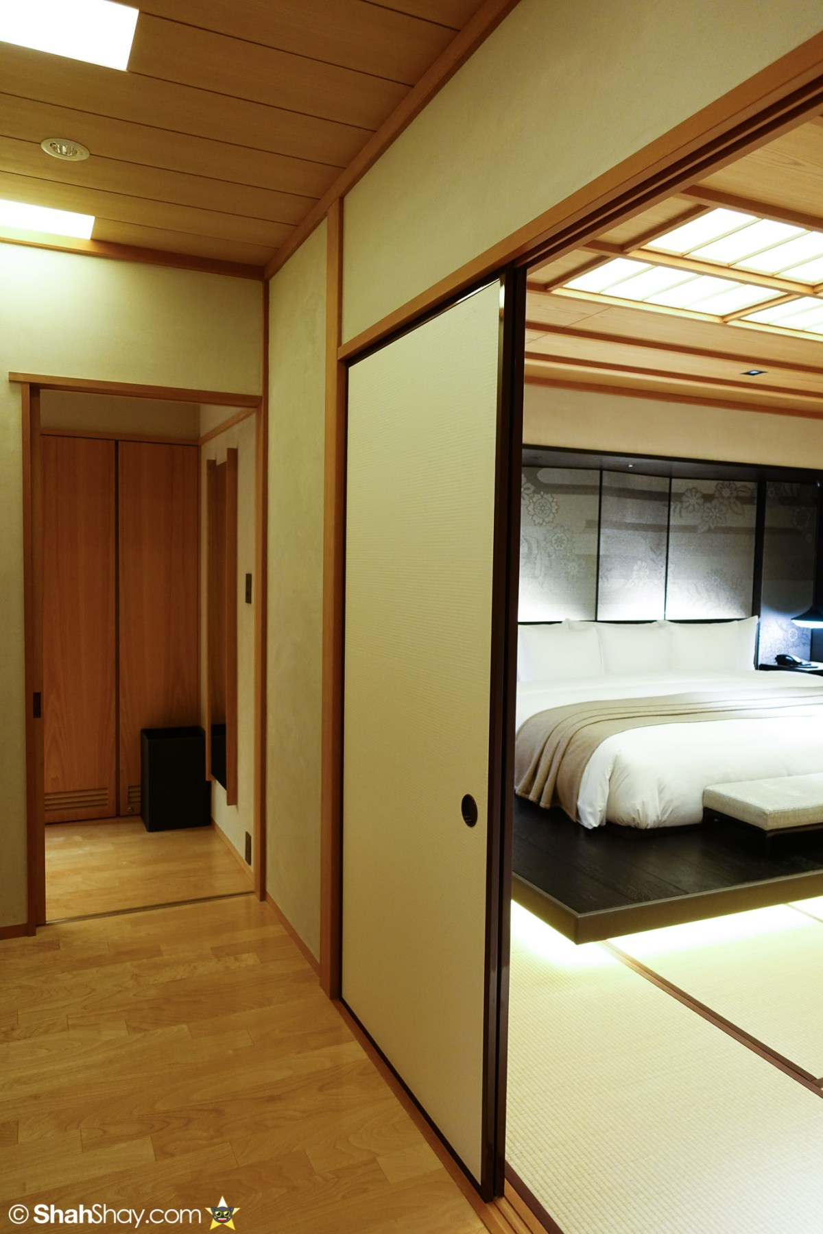 The Ritz-Carlton Tokyo Rooms - Modern Japanese Suite - Hallway