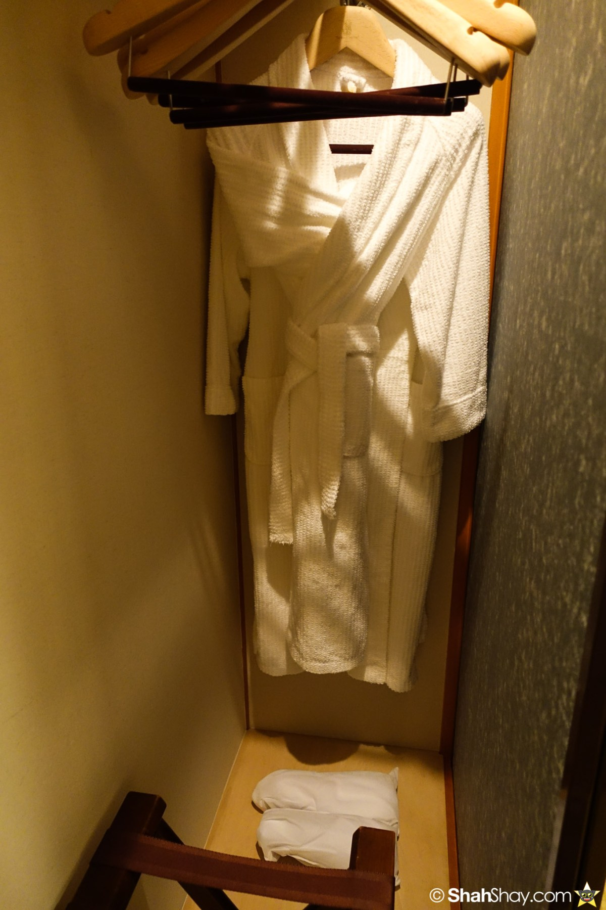 The Ritz-Carlton Tokyo Rooms - Modern Japanese Suite - Robes and Slippers