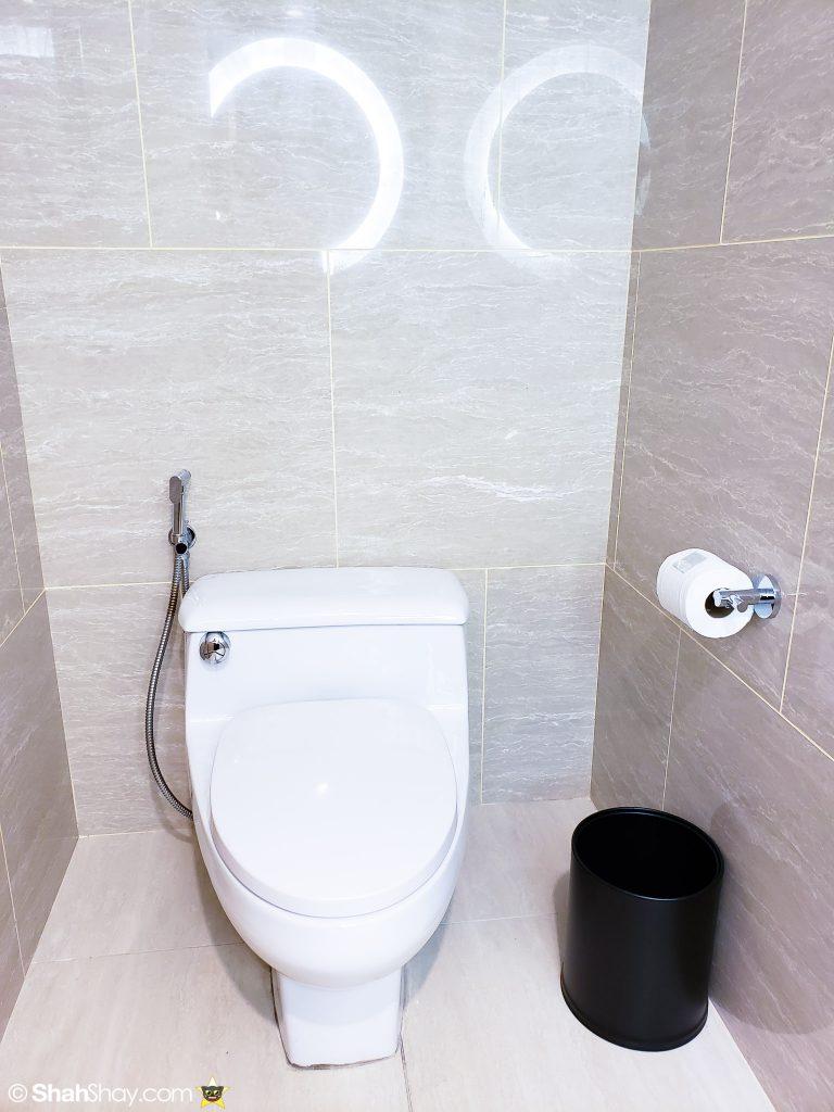 Renaissance Kuala Lumpur Executive Suite - guest toilet