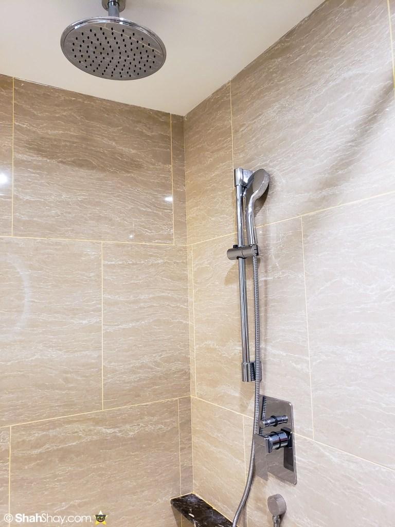 Renaissance Kuala Lumpur Executive Suite - bathroom 2 shower heads rainshower