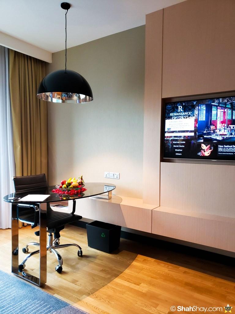 Renaissance Kuala Lumpur Executive Suite - writing desk