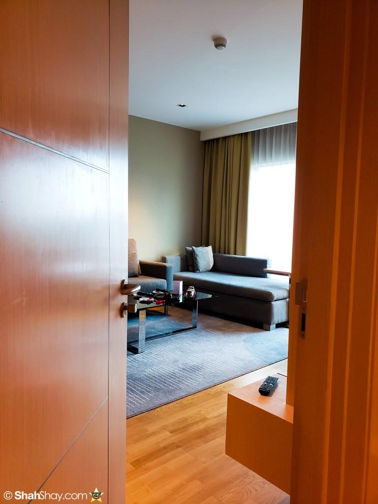 Renaissance Kuala Lumpur Executive Suite - livingroom entryway