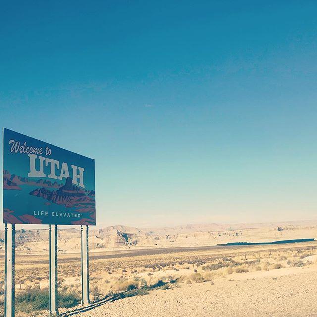 Even if it is a barren land, it welcomes us with open arms! #utah #utaharizonaborder #border #glencanyon #lakepowell #arizona #usadiaries