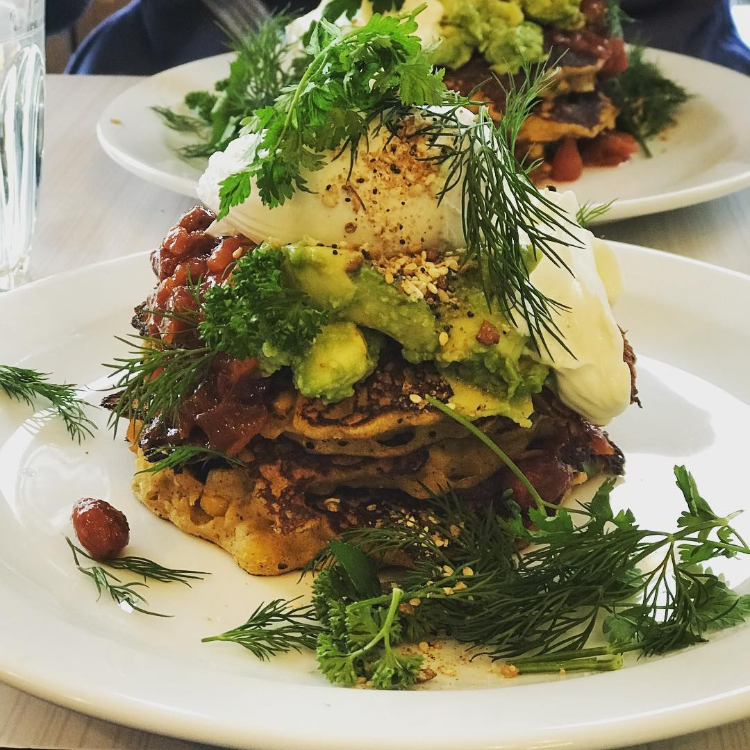 Those amazing brunches! Corn pancakes with Avacado, yoghurt, poached egg, tomato beans, and fresh greens from the backyard garden! #brunch #cafe #paris #food #vegetarian