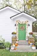 Fall Porch Décor Ideas in Cozy and Cool Style (15)