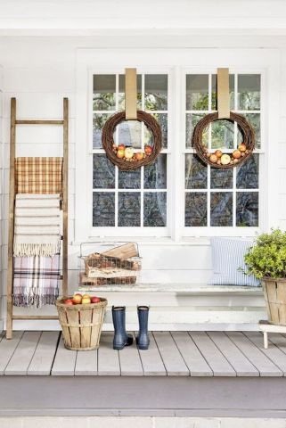 Fall Porch Décor Ideas in Cozy and Cool Style (34)