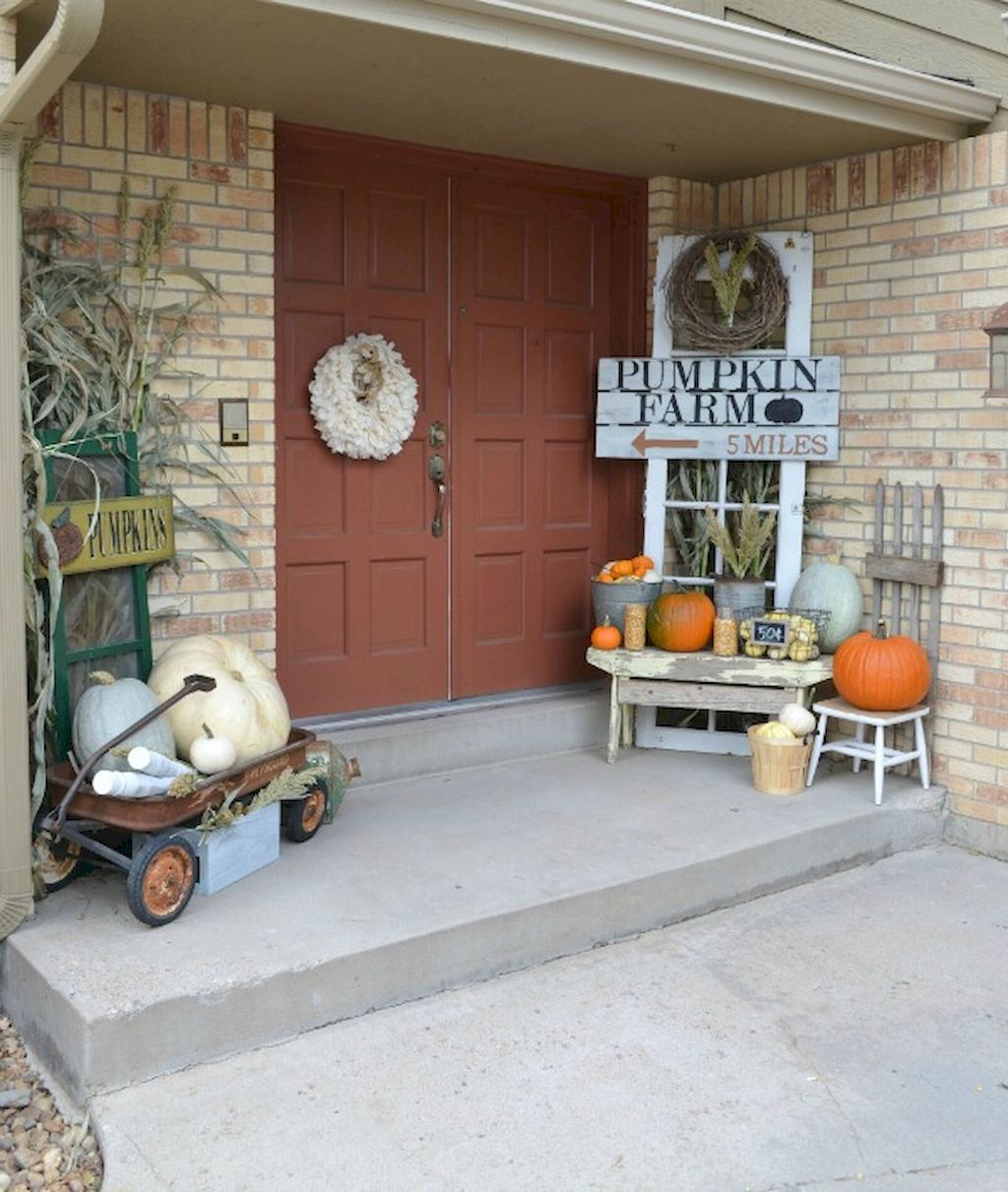 Fall Porch Décor Ideas in Cozy and Cool Style (37)