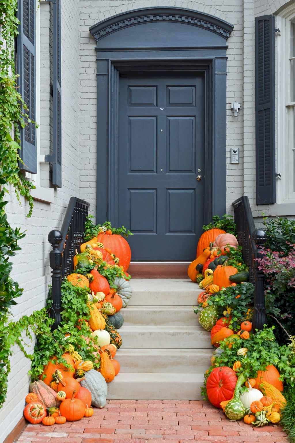 Fall Porch Décor Ideas in Cozy and Cool Style (4)