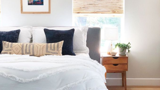 Affordable Bedroom Design With Comfortable Beds and Furniture Part 7