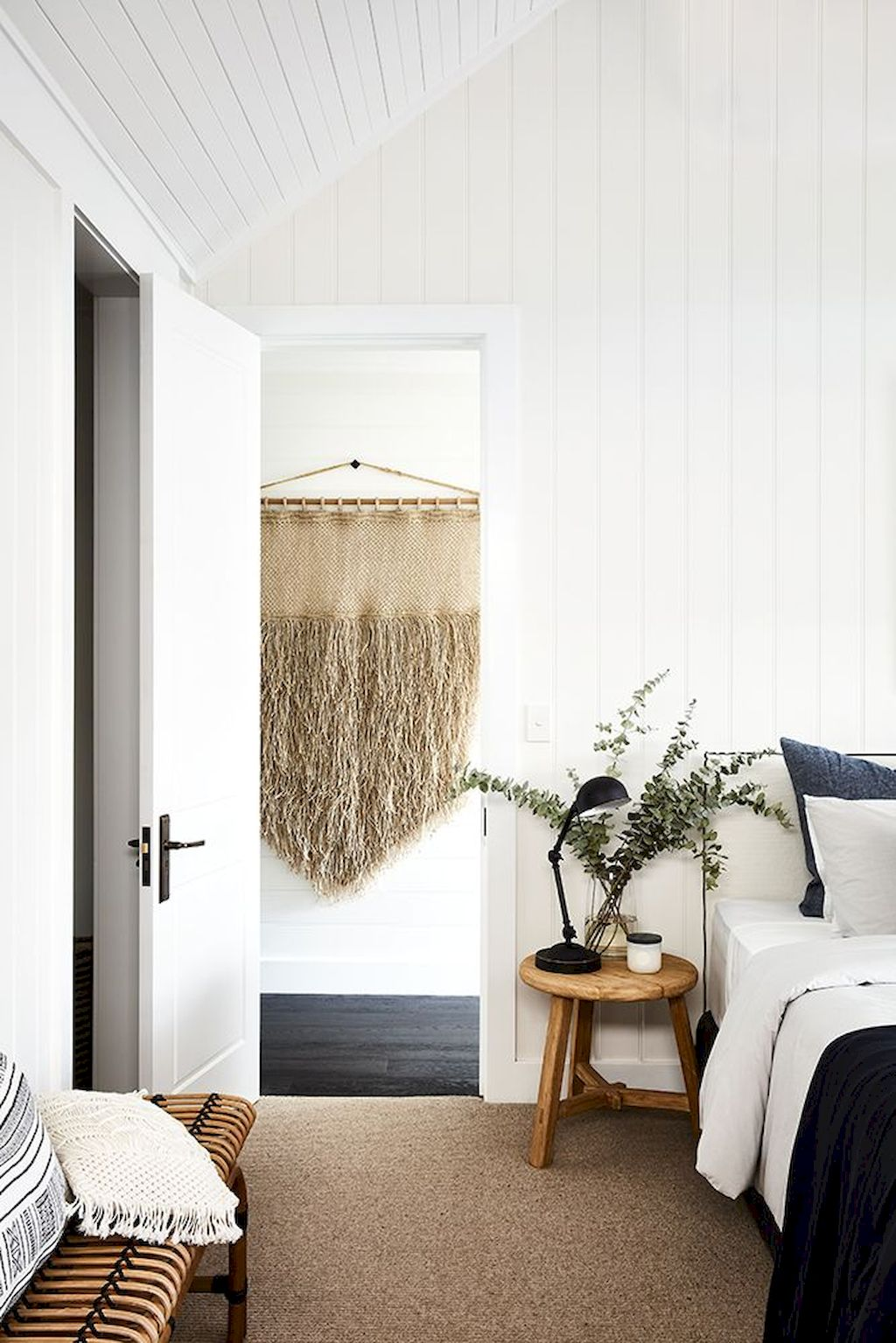 Affordable Minimalist Bedroom Ideas with Ultra Cozy Bed Designs Part 30