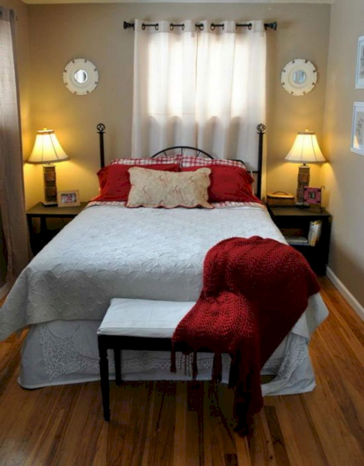 Awesome Small Bedroom Decorating Ideas On A Budget (3)